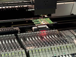 Elektronikfertigung und EMS Dienstleistungen von Flachbaugruppen